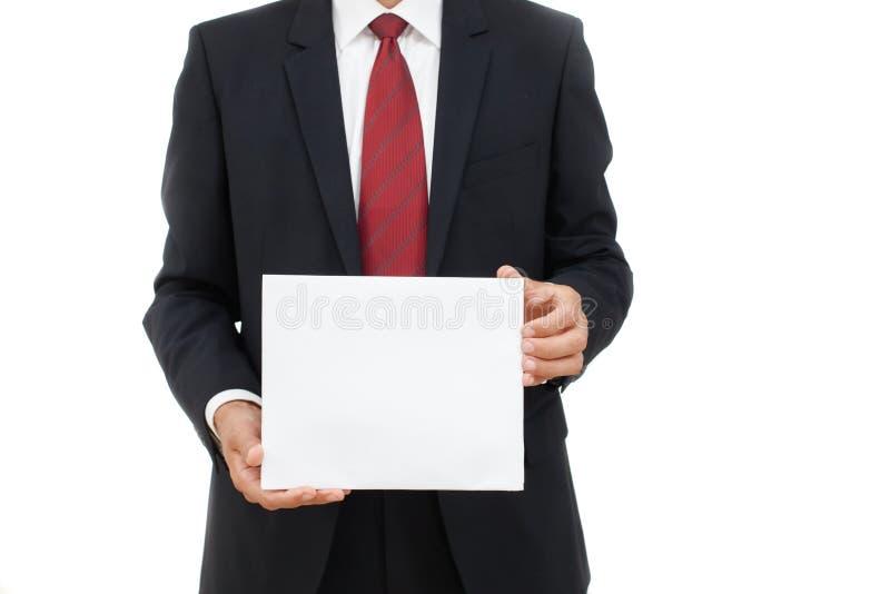 Mediados de sección de un hombre de negocios con un papel vacío fotografía de archivo