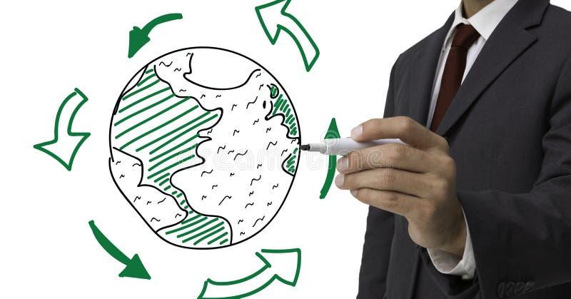 Mediados de sección del hombre de negocios que dibuja un globo contra el fondo blanco fotografía de archivo libre de regalías