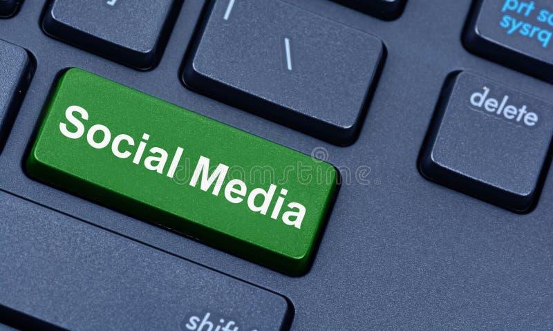 Medias palabras sociales en el teclado fotos de archivo libres de regalías