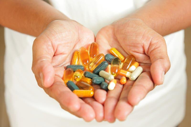 Medicamentação nas mãos fotografia de stock royalty free