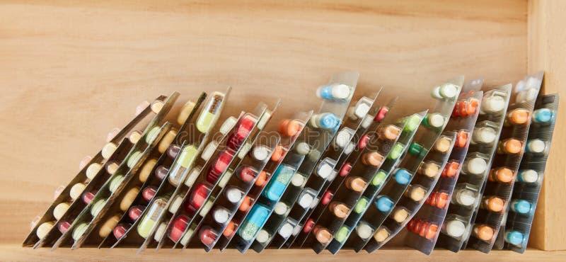 Medicamentação no encabeçamento de empacotamento da bolha fotografia de stock royalty free