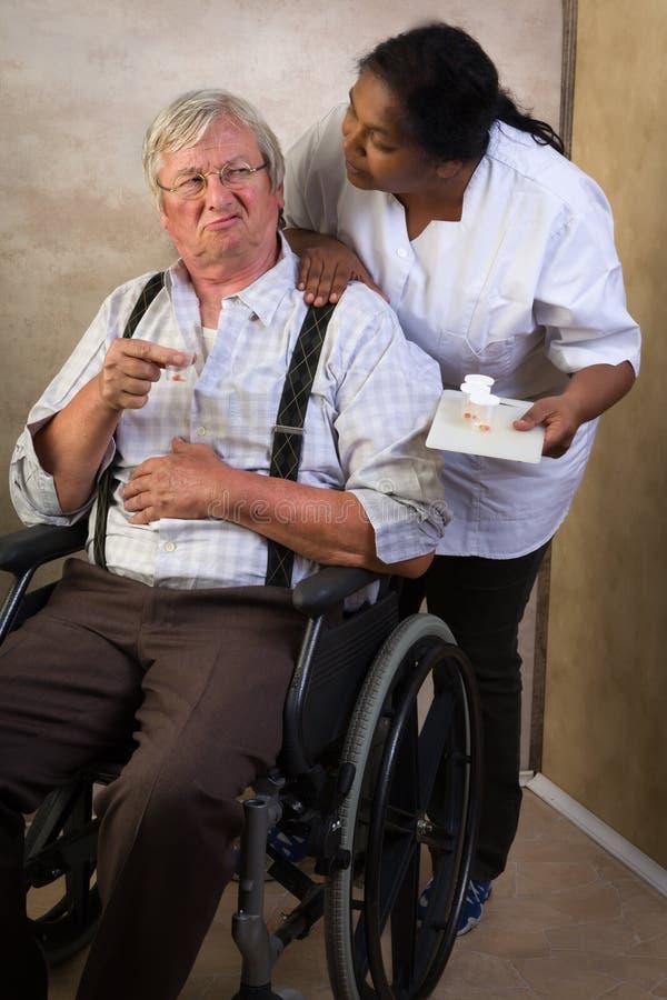 Medicamentação no lar de idosos imagens de stock royalty free