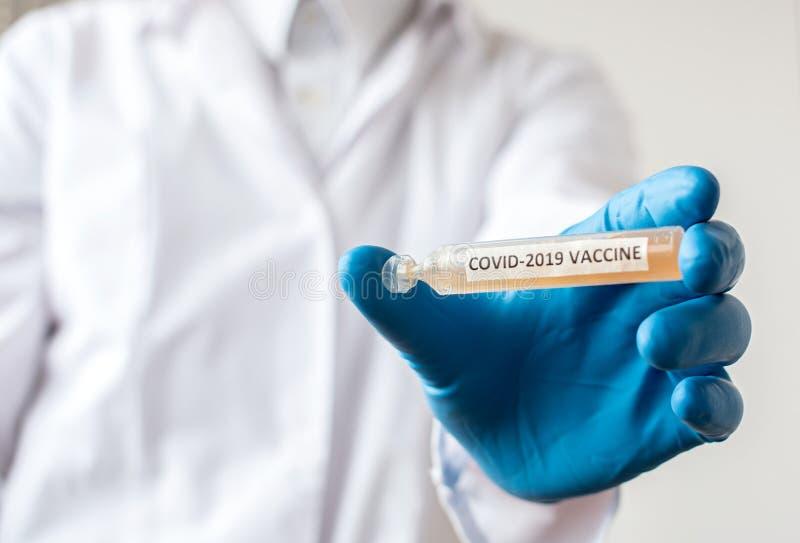 Medicamento o tubo de retención de laboratorio con vacuna nCoV Coronavirus COVID foto de archivo libre de regalías