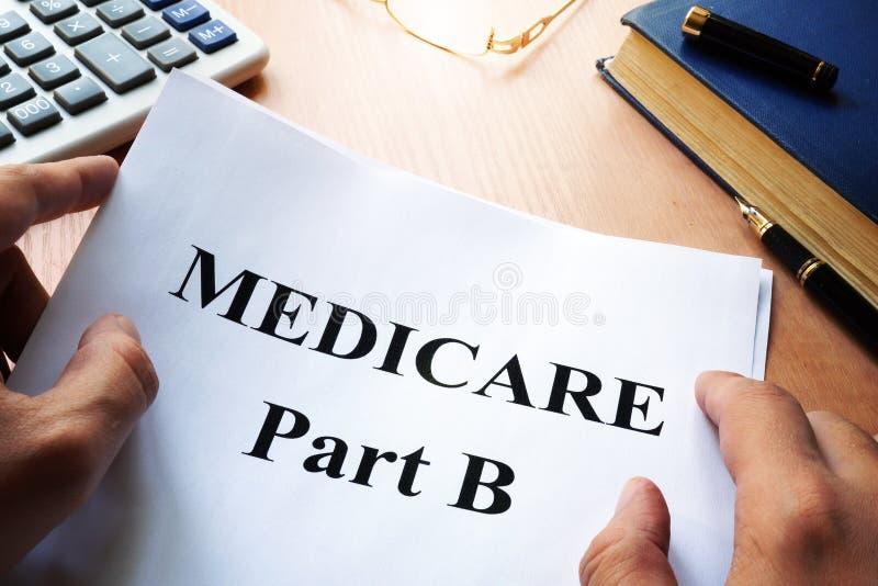 Medicare-Teil B auf einem Schreibtisch stockbild