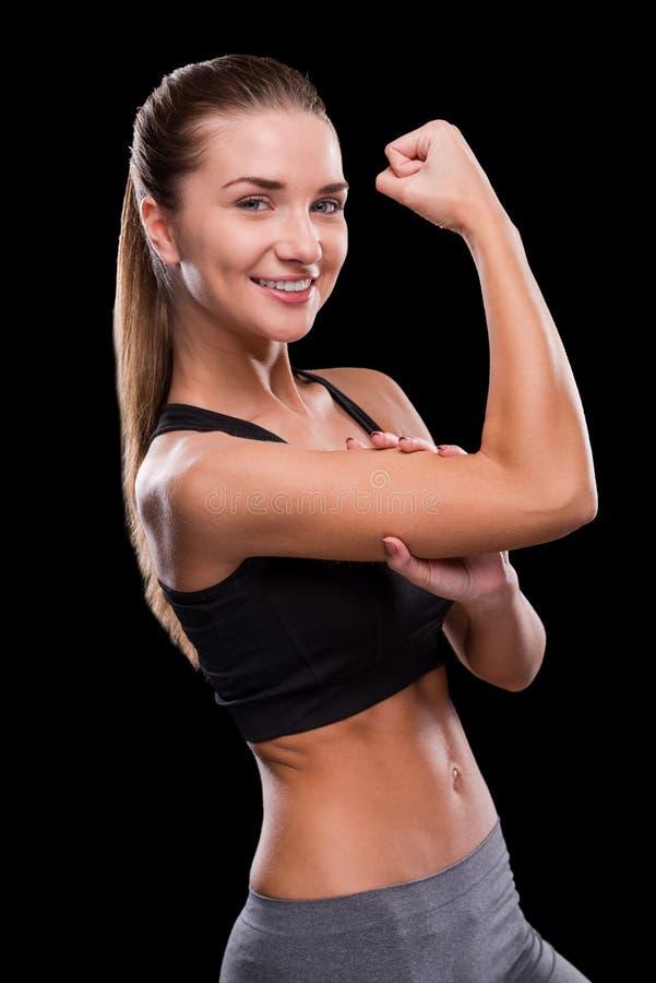 Medición de su bíceps perfecto fotos de archivo libres de regalías