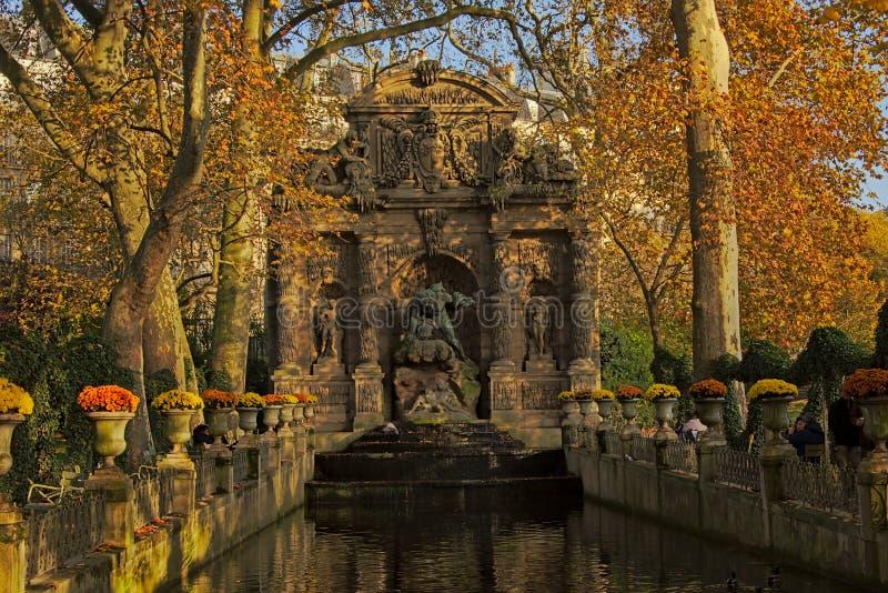 Medici-Brunnen inLuxembourg Gärten, Paris stockbild