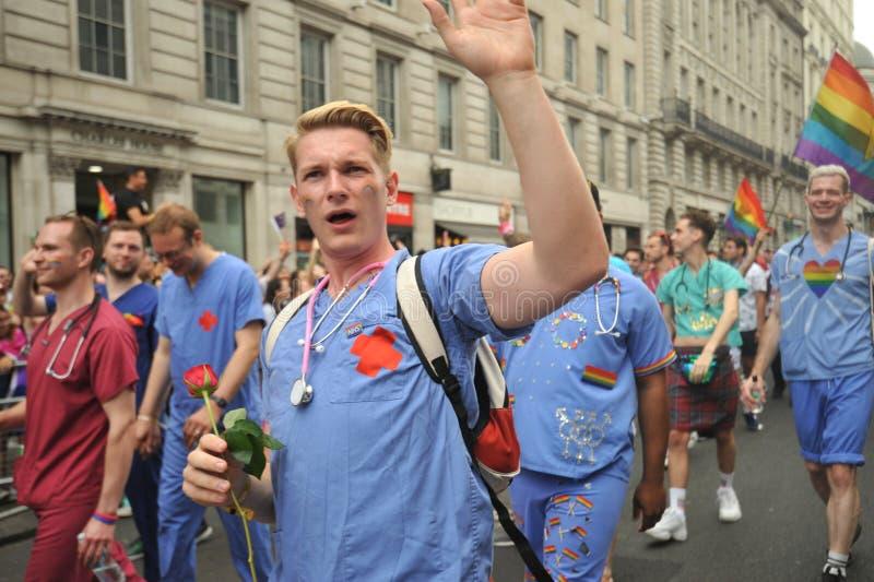 Medici a Londra al gay pride a Londra, Inghilterra 2019 immagini stock libere da diritti