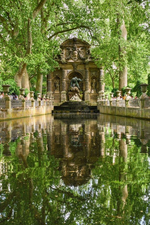 Medici springbrunn - Paris, Frankrike arkivbild