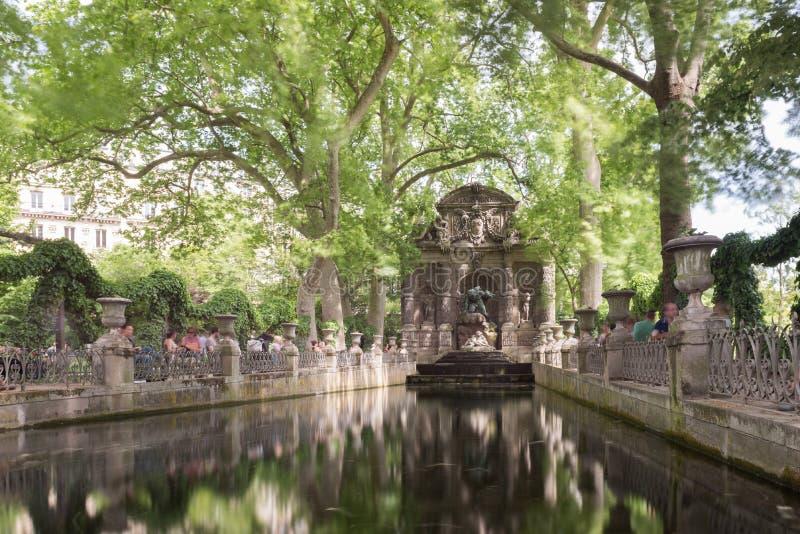 Medici springbrunn - Paris, Frankrike arkivfoton