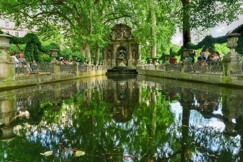 Medici springbrunn - Paris, Frankrike royaltyfri bild
