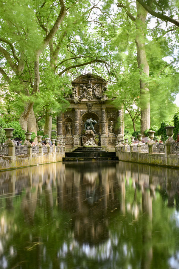 Medici springbrunn - Paris, Frankrike arkivfoto