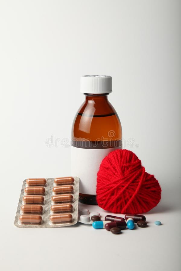 Medicijnen voor het hart, die bloeddruk verminderen hart- en vaatziekten stock afbeeldingen