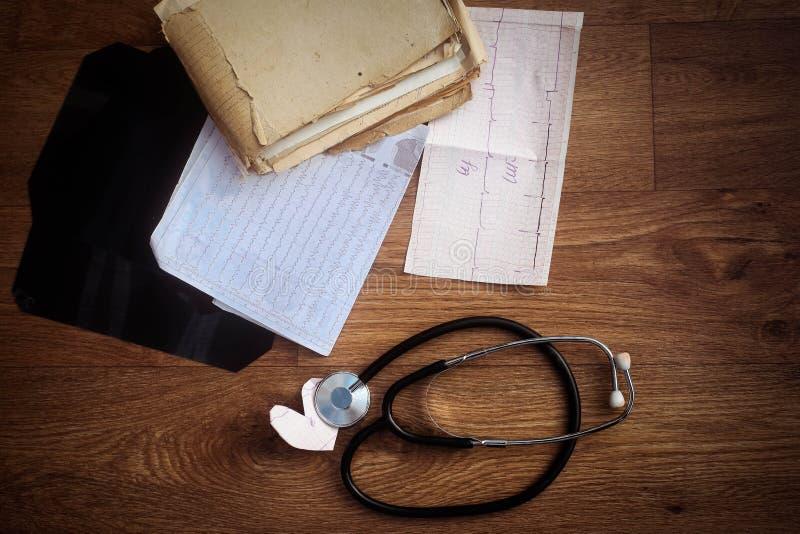 Medicin- eller apotekbegrepp Medicindoktorshjälpmedel och instru arkivbild