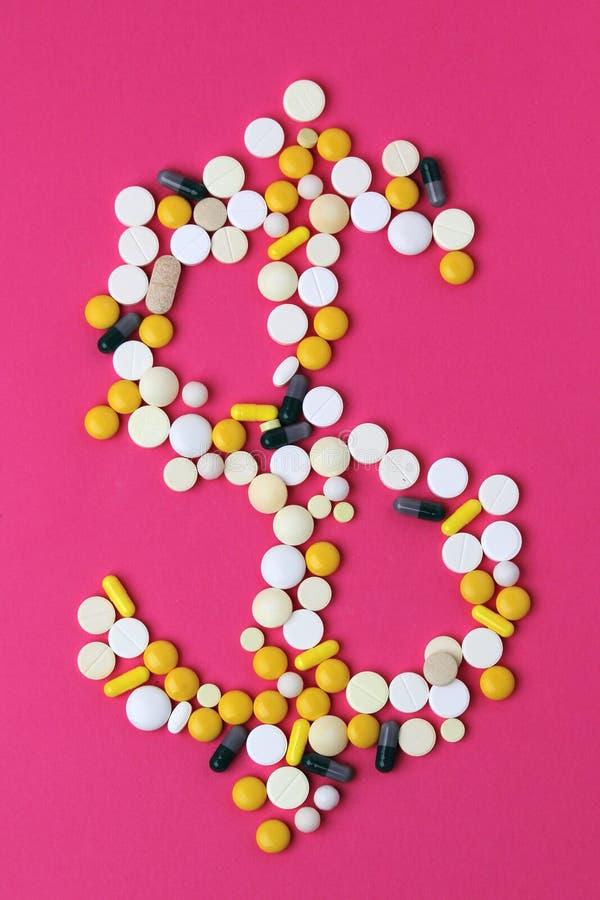 Medicina che forma un segno del dollaro come concetto di alto costo della sanità immagini stock