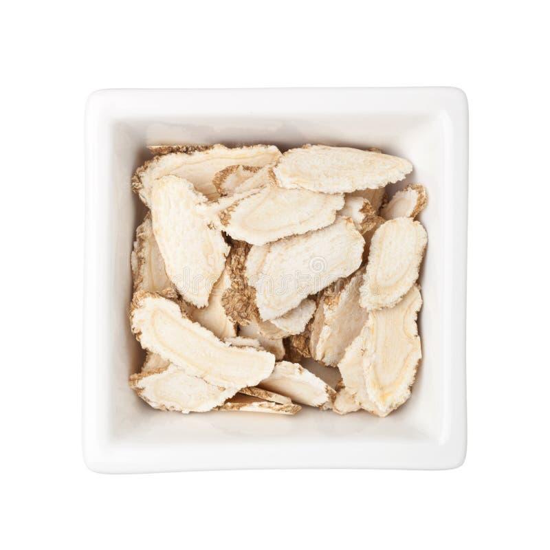 Medicina cinese tradizionale - ginseng affettato (ginseng del Panax) fotografia stock libera da diritti
