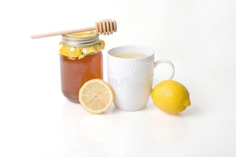 Medicina de la gripe - infusión de hierbas con la miel y el limón imágenes de archivo libres de regalías
