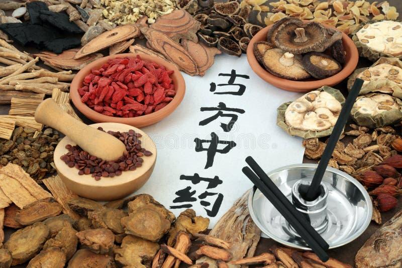 Medicina di erbe cinese della moxibustione immagine stock
