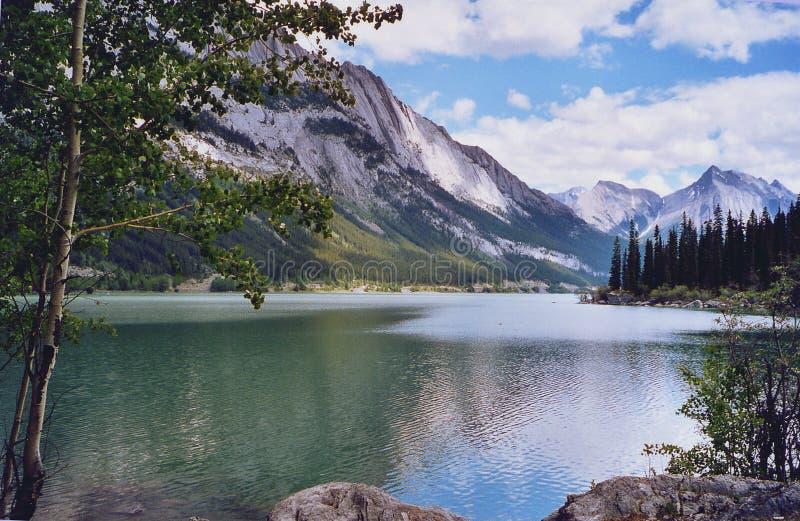 Medicina do lago - montanhas de Montanhas Rochosas imagens de stock royalty free