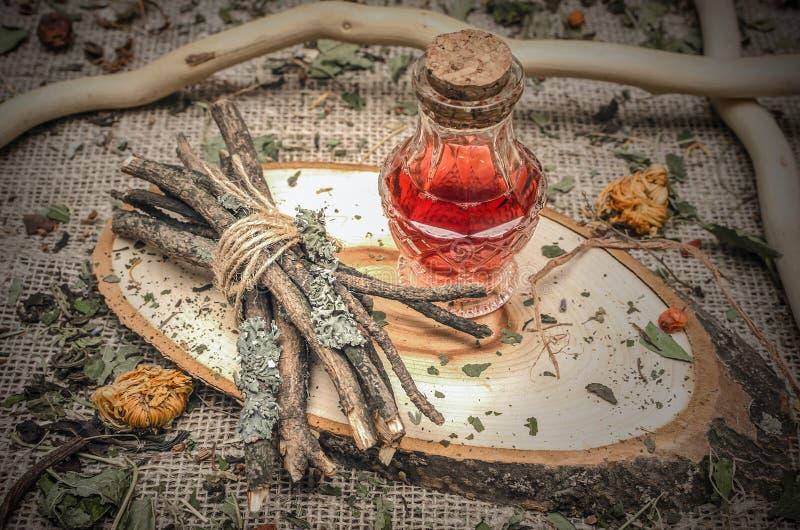 Medicina erval alternativa Baga seca Ingredientes orgânicos fotografia de stock royalty free