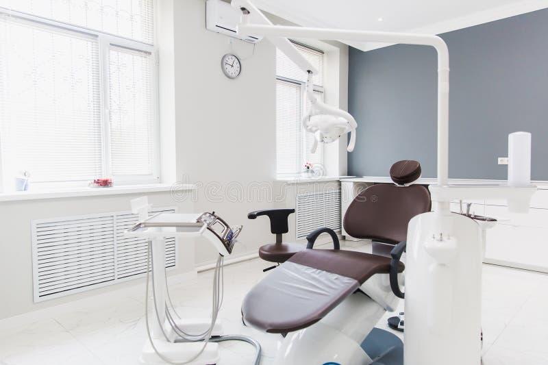 Medicina, estomatología, oficina dental de la clínica, equipamiento médico para la odontología foto de archivo