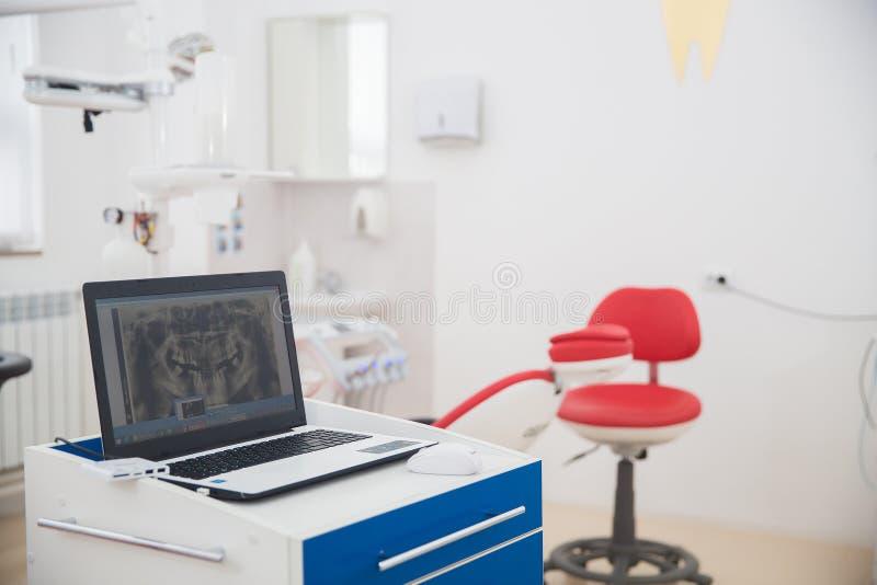 Medicina, estomatología, oficina dental de la clínica, equipamiento médico para la odontología imagenes de archivo