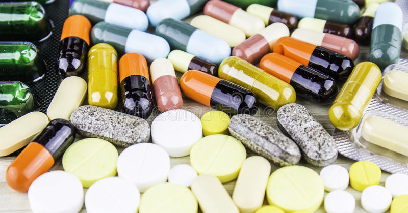 Medicina o cápsulas Prescripción de la droga para la medicación del tratamiento Medicamento farmacéutico, curación en el envase p foto de archivo