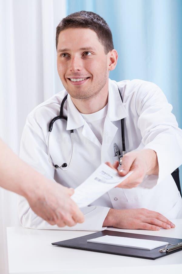 Medicina que prescribe del doctor imagen de archivo