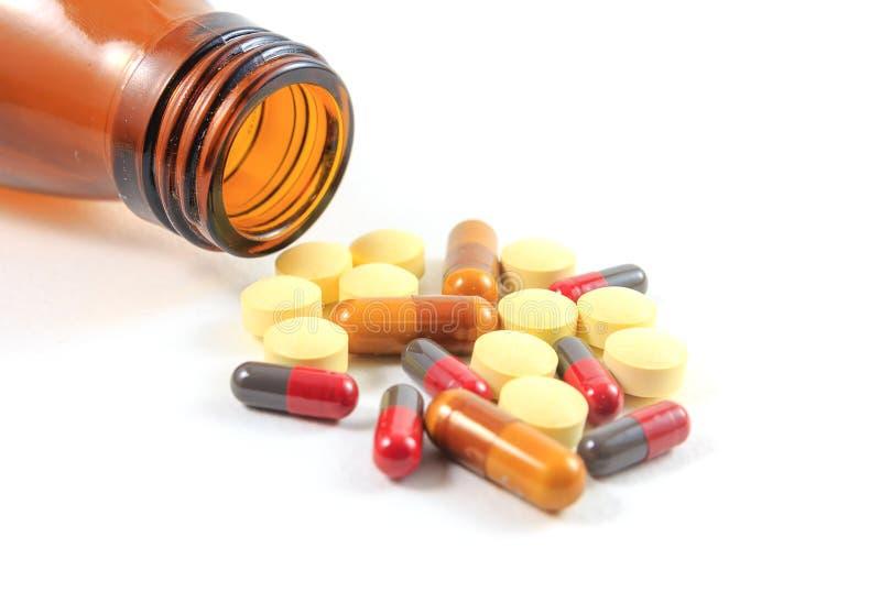 Medicinas, suplementos y drogas en una botella imágenes de archivo libres de regalías