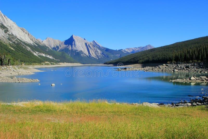 Medicine湖在贾斯珀国家公园,亚伯大,加拿大 免版税库存照片