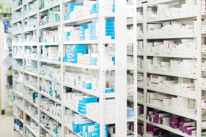 Mediciner som visas på apotek fotografering för bildbyråer