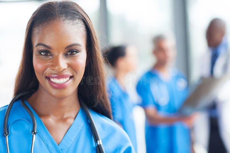 Medicinsk arbetare för afrikansk amerikan arkivfoto