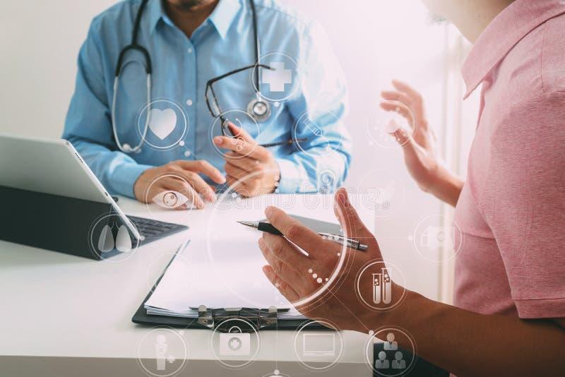 Medicinsk doktor som använder mobiltelefonen och konsulterar den passande affärsmannen vektor illustrationer