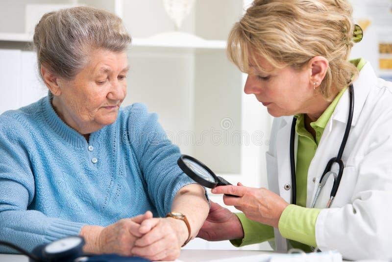 Medicinsk examen arkivbild