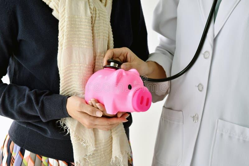Medicinsk finansiell kontroll upp med en stetoskop royaltyfri fotografi