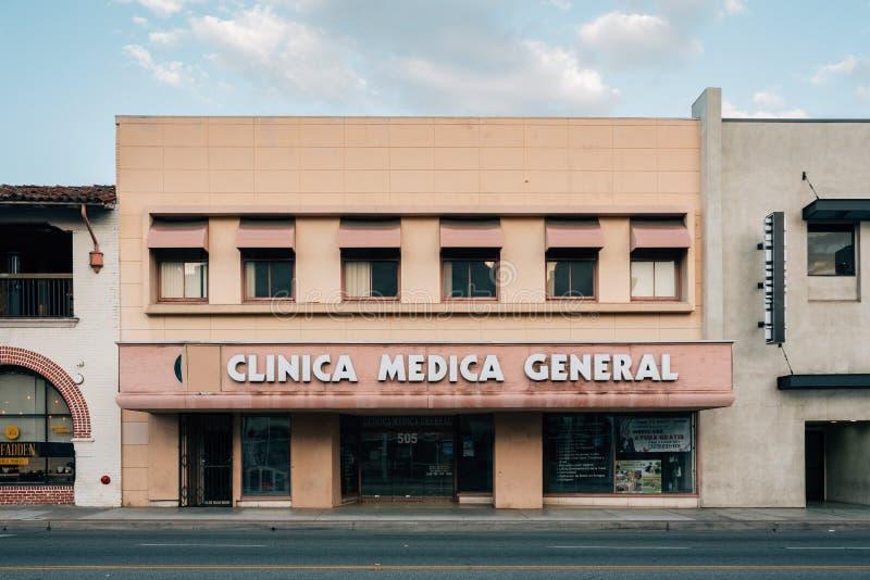 Medicinsk klinik, i i stadens centrum Santa Ana, Kalifornien fotografering för bildbyråer