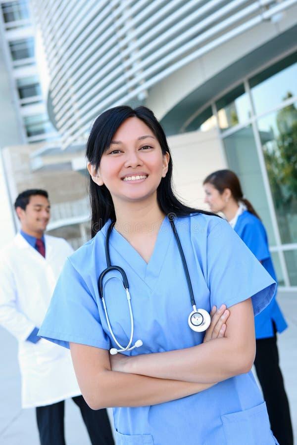 medicinsk lagkvinna för man fotografering för bildbyråer