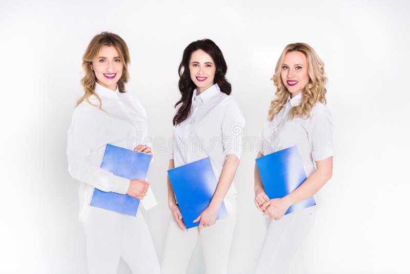 Medicinsk praktik, kvinnor i den vita likformign arkivbild