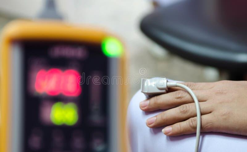 Medicinsk utrustning och syre royaltyfri bild