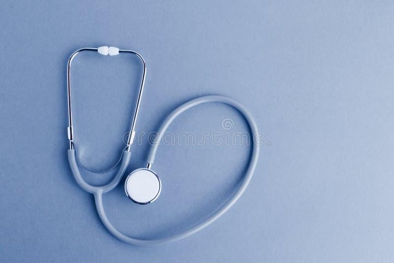 Medicinska utrustningar inklusive stetoskopmediciner bakgrund, lekmanna- lägenhet för bästa sikt arkivfoton