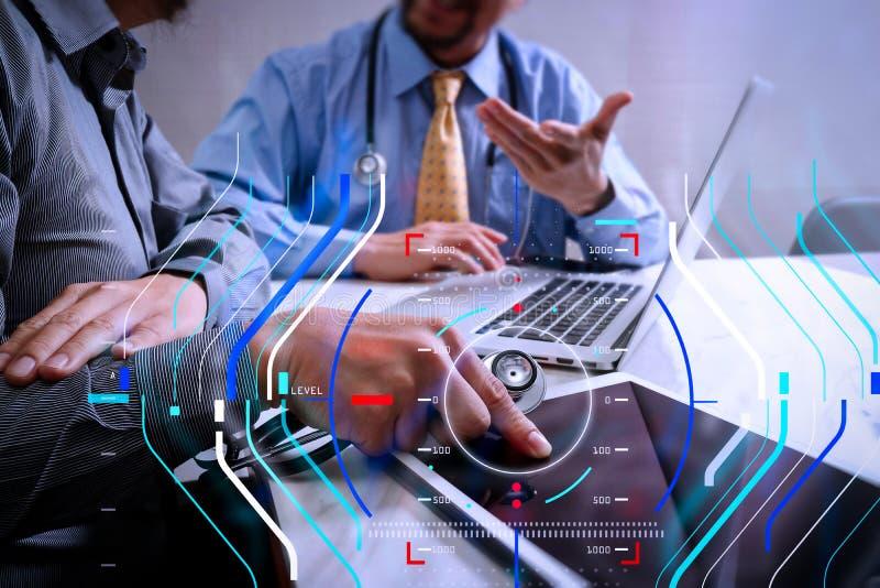 Medicinskt begrepp för möte för teknologinätverkslag Doktorshandwor royaltyfri foto