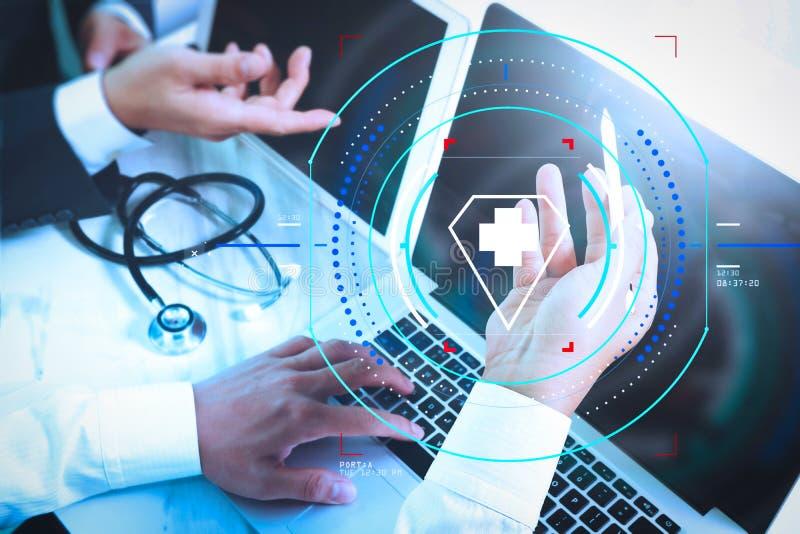 Medicinskt begrepp för möte för teknologinätverkslag Doktorshandwor royaltyfri bild