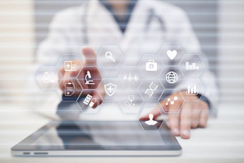 Medicinskt begrepp på den faktiska skärmen Sjukvård Online-medicinsk konsultation och vård- kontroll, EMR, HENNE arkivfoto