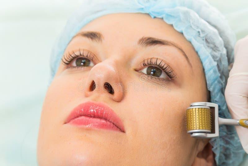 Medicinskt kosmetiskt tillvägagångssätt fotografering för bildbyråer