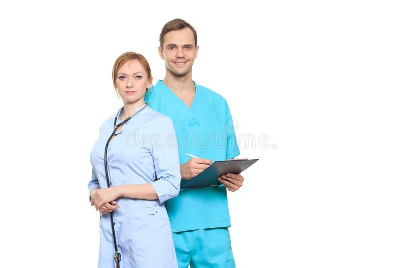 Medicinskt lag av doktorer, man och kvinna som isoleras på vit royaltyfri foto