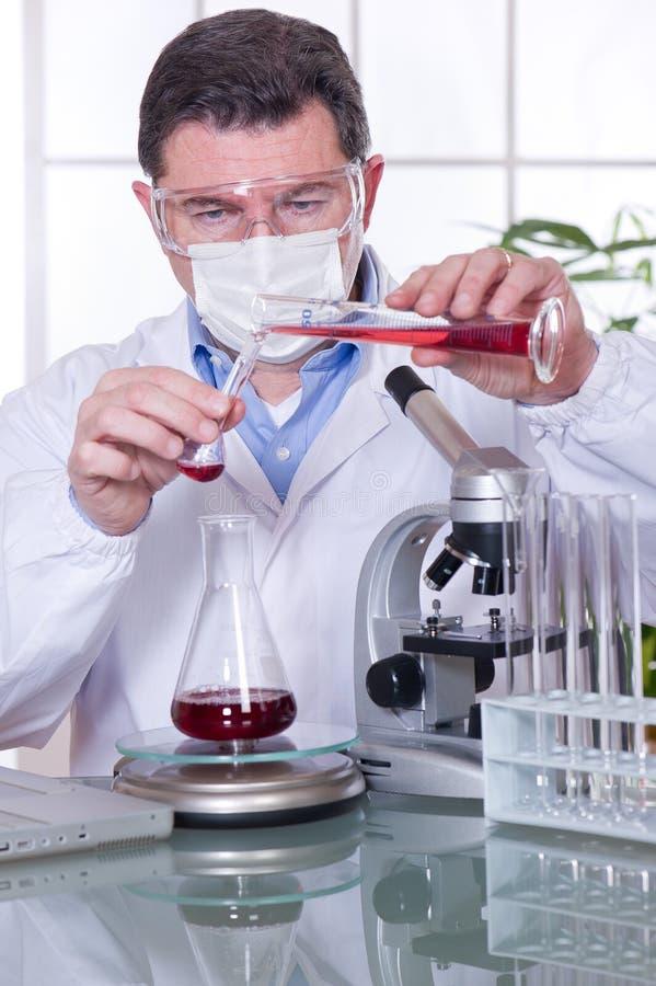 Medico al laboratorio immagine stock libera da diritti