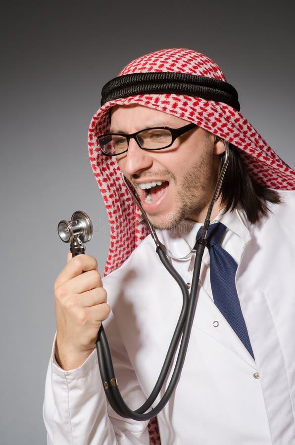 Medico arabo divertente immagini stock libere da diritti