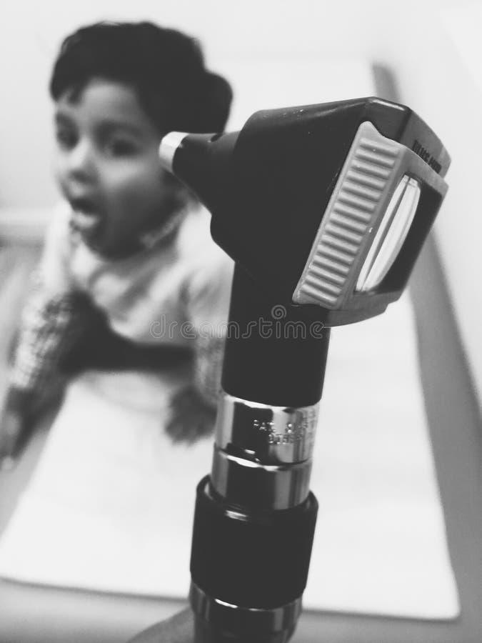 Medico aspettante di visita di medico da a venire fotografia stock