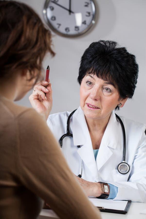 Medico che esprime parere fotografia stock