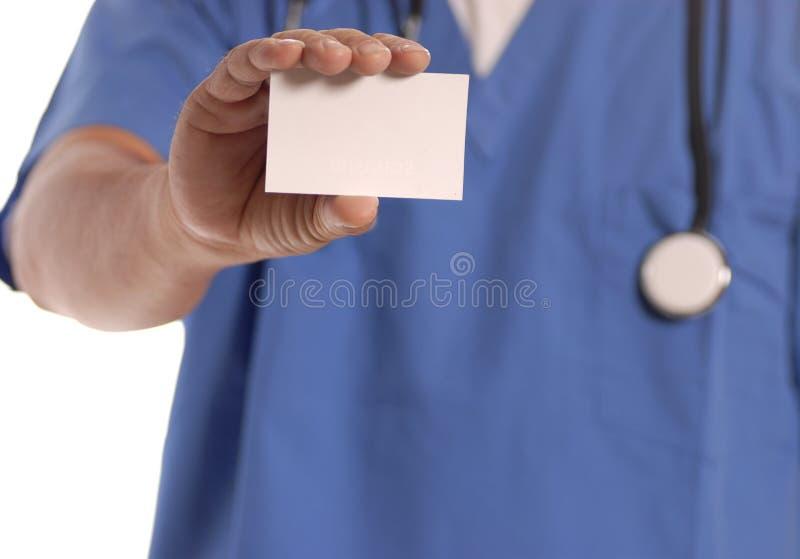 Medico che tiene scheda in bianco immagini stock libere da diritti