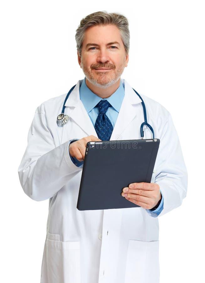 Medico con il calcolatore del ridurre in pani immagini stock